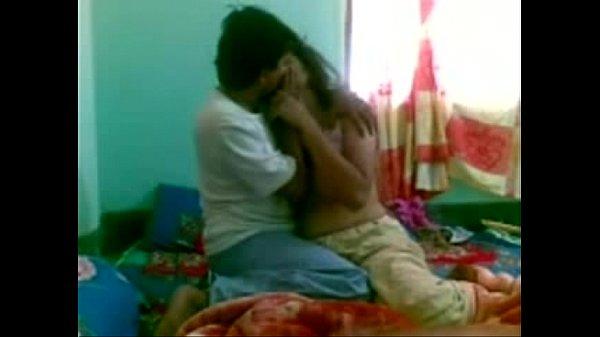 Amadora brasileira dando a buceta pra macho