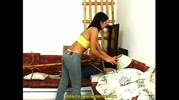 Ninfeta brasileira numa foda com dois jovens dotado