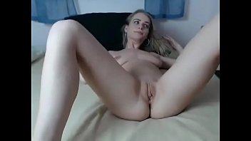 Loirinha delicia mostrando sua linda buceta na webcam