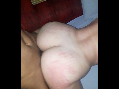 Novinha gostosa fodendo com macho de quatro