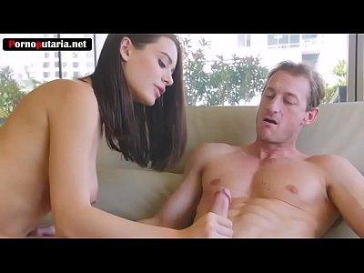 Novinha perfeita protagonizando sexo amador