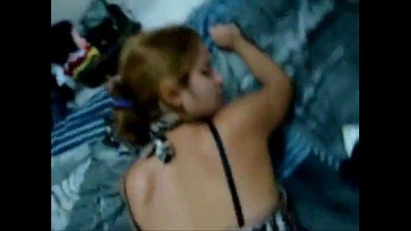 Novinha favelada dando a buceta
