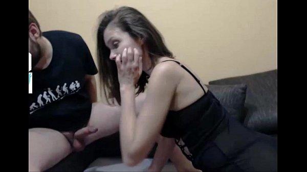 malandrinhas.net .: namorada nerd pagando boquete