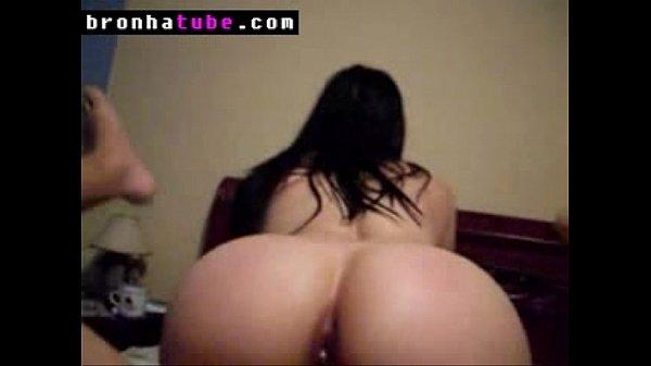 Novinha da bunda grande fazendo anal