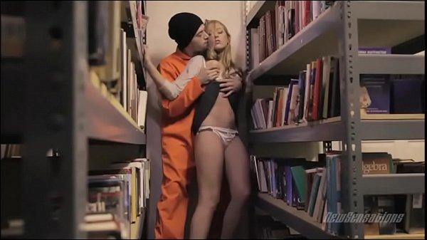 Sexo forçado com a funcionária novinha da livraria