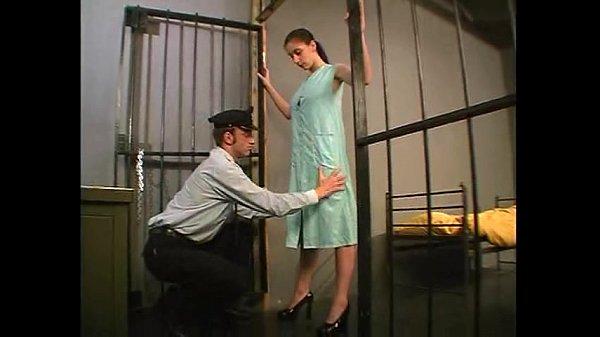 Sexo na cadeia presidiario comendo a carcereira gostosa
