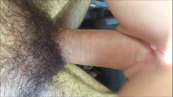 Transando no carro fodendo a xota da prima