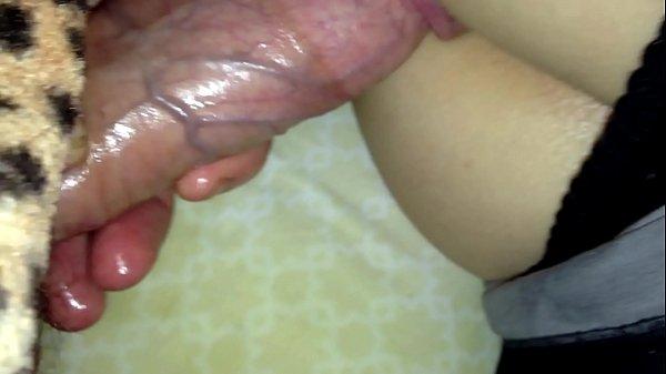 Sexo dormindo com a prima novinha