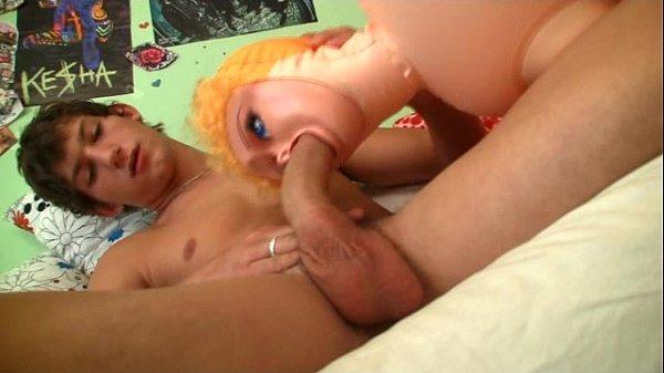 Maniaco sexual transando com boneca inflavel