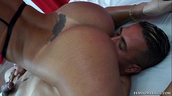 Sexo violento com a morena brasileira