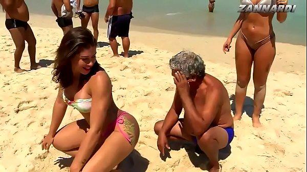 Mendigata do panico sensualizando na praia