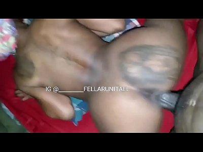 Negra bucetuda em sexo gostoso com marido