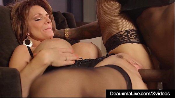 Casada gostosa peituda tirando atraso de sexo com negão pauzudo