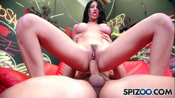Mulher fudendo pelada com dotado de pica dando sua bucetona