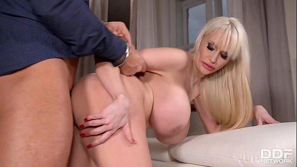 Porno com coroa super peituda casada dando o cu pro amante