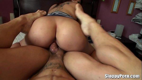 Sexo porno amador com morena do cuzão lindo