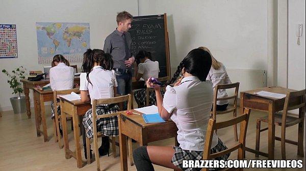 Fodendo aluna gostosa dentro da sala de aula