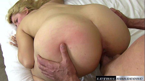 Nudes femininos loirinha cuzuda chupando e dando