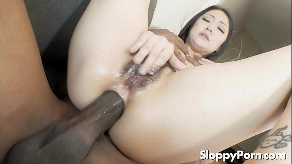 Ceso interracial negão comendo o cu da asiática