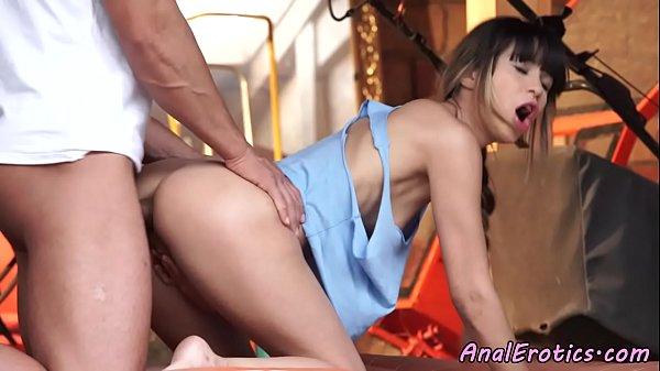 Sexo amador de luxo com novinha magrela dando cu