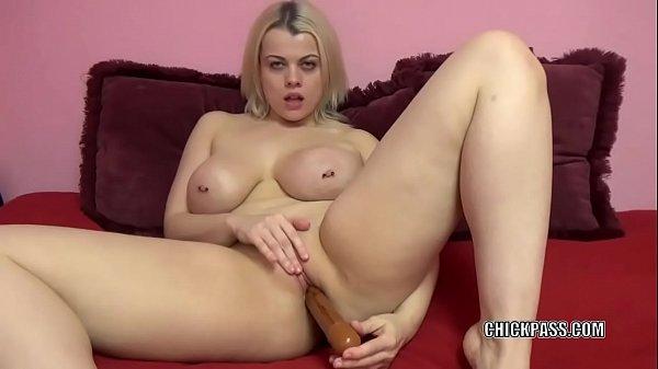 Videos poeno de loirinha tetuda se masturbando online