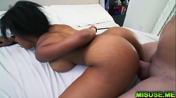 Novinha safada negra com bunda gostosa dando a buceta
