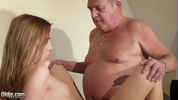 Xsexo enteada puta trepando com seu padrasto