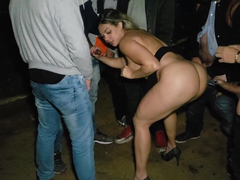 Porno caseiro loira safadona da porra dando gostoso em uma mega suruba
