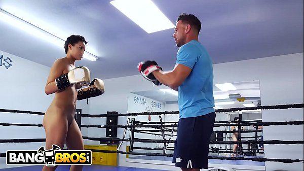 Sexo na academia com safada na luta de boxe