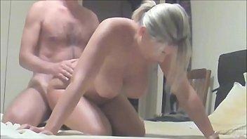 Filmando sexo gostoso com loira peituda safada