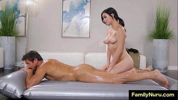 Massagem erotica da enteada novinha safada