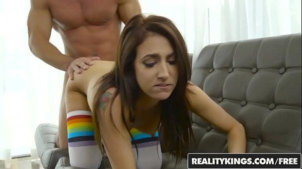 Nua novinha fazendo sexo com sarado bem dotado