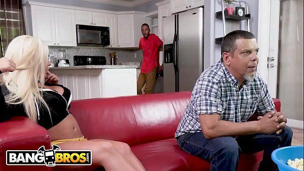 Sexo na cozinha com loira vagabunda rabuda