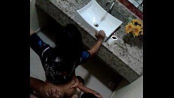Sexo no banheiro durante a micareta baiana